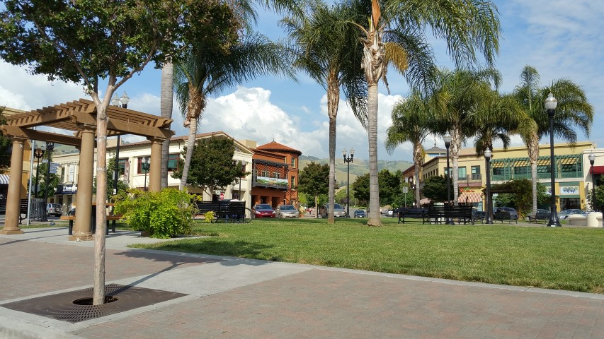 Evergreen Village Square Small - Slideshow of Silicon Valley neighborhoods